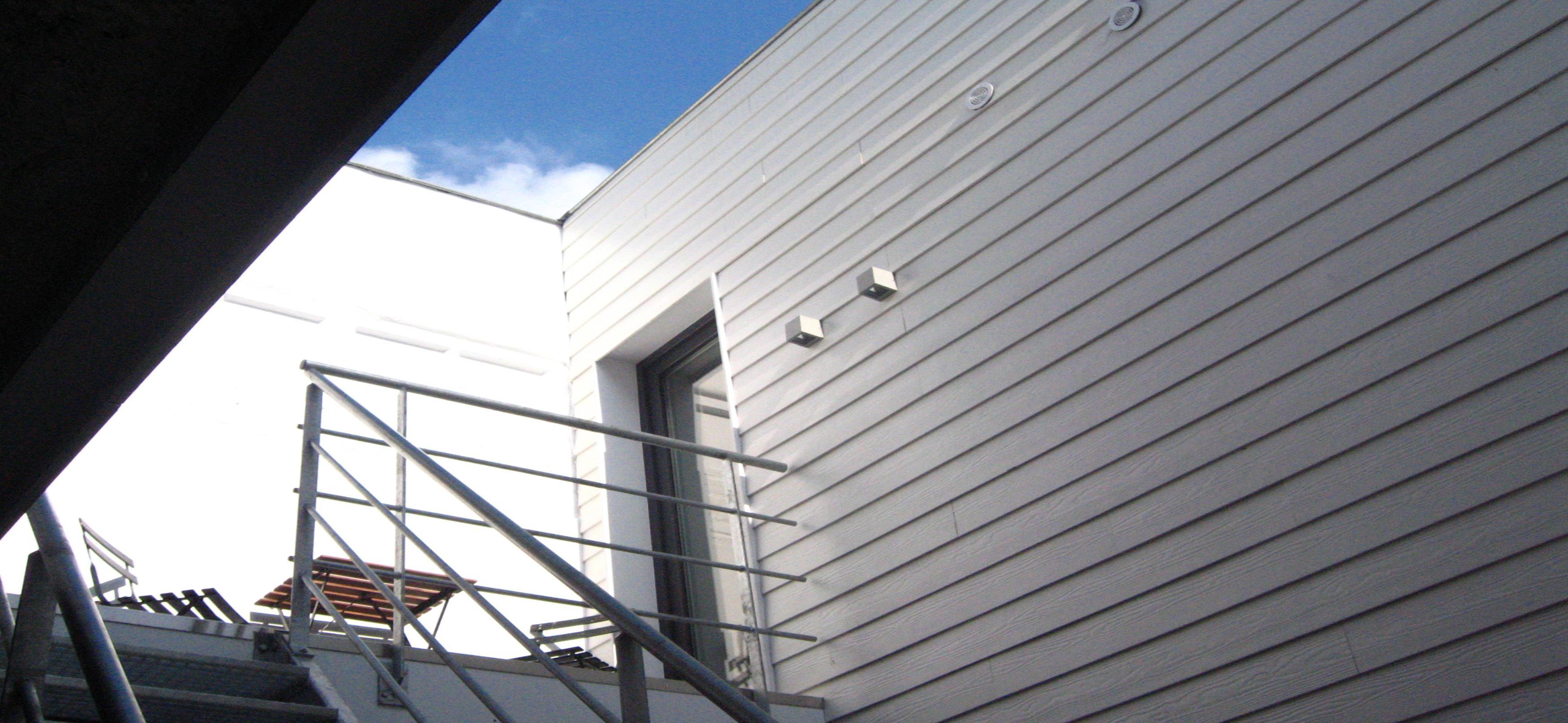 de toegang tot de studio's op de 1ste verdieping van de achterbouw